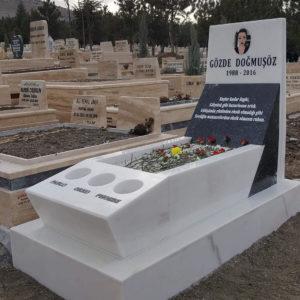 Artvin Değişik Özel Tasarım Mezarlar