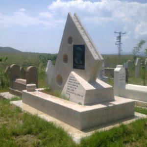 Ortaköy Değişik Özel Tasarım Mezarlar
