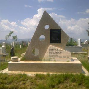 Karşıyaka Değişik Özel Tasarım Mezarlar